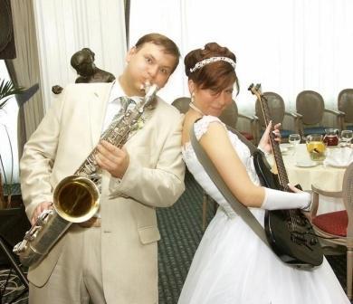 Заработок для музыканта - игра на свадьбах